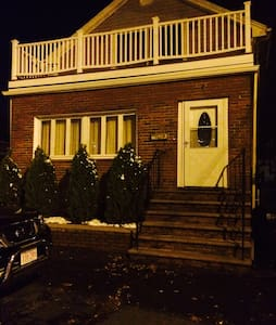 Charming private basement!! - Revere - Byt