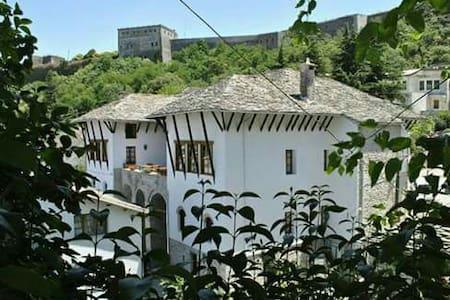 Old Bazaar Hotel - Gjirokaster - Bed & Breakfast