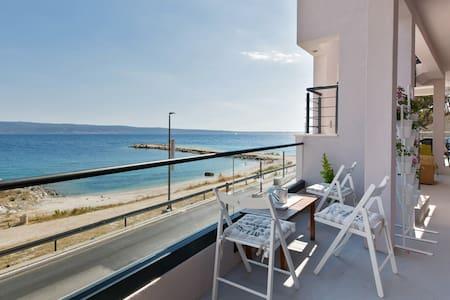 Studio apartment (seafront***) - Jesenice - Wohnung