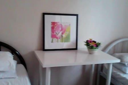Nice Room, 5 minutes walk to Strathfield Station - Strathfield
