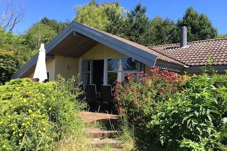 Spacious house in big garden 1 km from great beach - Eskebjerg - Cabanya