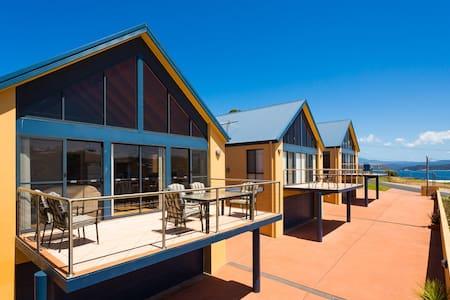Snug Cove Villa - B - Villa