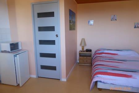 Chambre indépendante et calme - Saint-Just-Saint-Rambert - Huis
