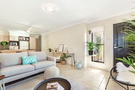 Sleeps 4 - Close to Airport & City - Clayfield