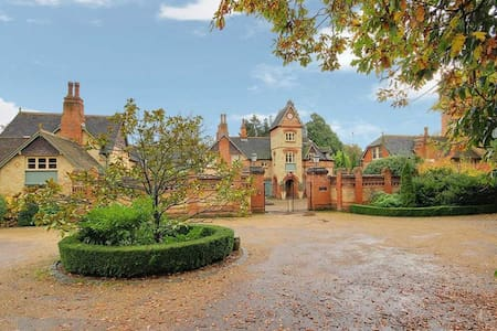 6 bed Tower -N london/Herts border - Casa