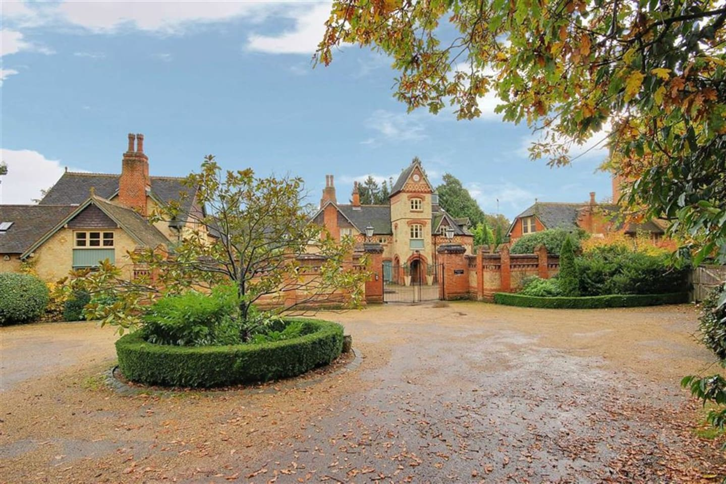 6 bed Tower -N london/Herts border