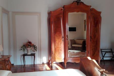 Suite Chippendale - Ghirla - Bed & Breakfast