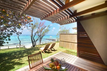 4* contemporary beachfront villa - Willa