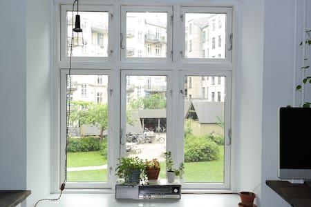 Cosy, spacious Vesterbro-appartment - København - Apartment