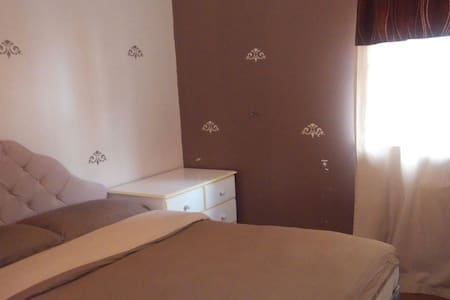 Double Room with Shared Bathroom - West Drayton - Guesthouse