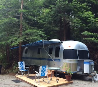 Airstream Trailer in the Redwoods - Camper/Roulotte