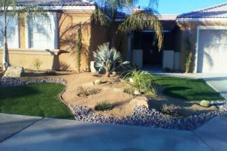 AWESOME ATTACHED CASITA !!! - Indio - Maison