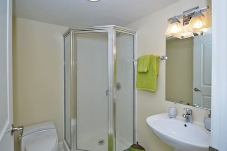 Beautiful 1 bedroom/ 20 minutes from Philly!!! - Apartment