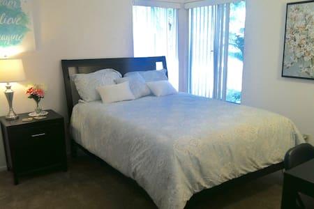 Nice bedroom near Del Mar Racetrack - Συγκρότημα κατοικιών