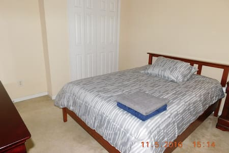 Nice medium size room with share bathroom - Port St. Lucie