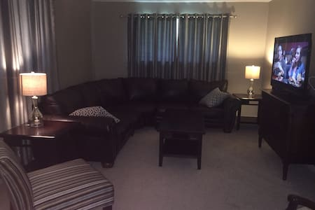 Private room in center of town - Baton Rouge