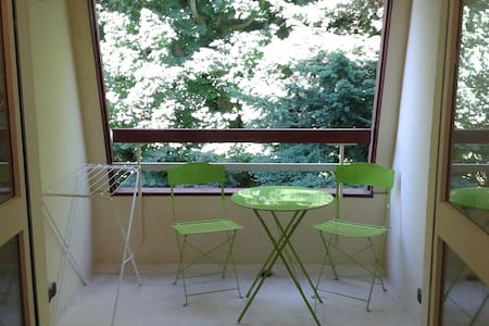Charmant studio avec balcon - 아파트