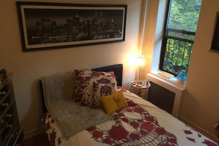 Spacious Private One Bedroom Apt UPPER EAST GEM - Nova York - Apartamento
