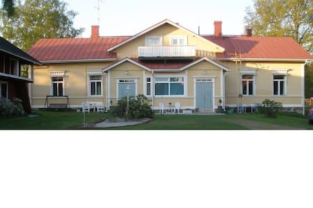 Spacious, peaceful apartment in old farmhouse - Leilighet