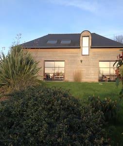 Belle maison contemporaine en bois - Bignan - Hus