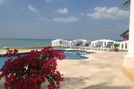 Strandvilla mit pool / Beach Villa - House