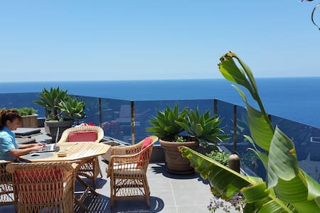 "Cliff house""Amazing Ocean view! Complete Relaxing - 단독주택"
