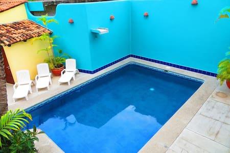 Beautiful cozy Inn located in the heart of La Cruz - Cruz de Huanacaxtle