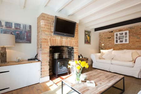 Cottage on edge of The Cotswolds - Rumah