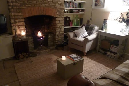Character Cotswold Cottage, Tetbury - Tetbury - Casa