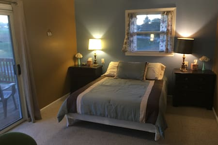 Private rooms on beautiful Silver Lake Road - Dayton - House