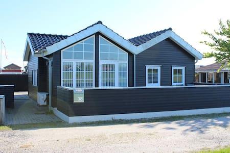 Skønt sommerhus tæt ved vandet - Otterup - Cabin