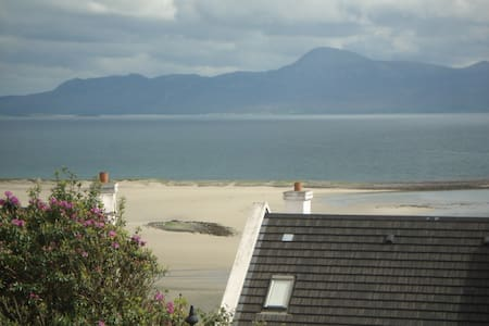Stunning view on Wild Atlantic Way, Hotel adjacent - Haus