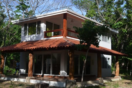 Playa el Coco, Casa Tora de 3 Habitaciones - Ház
