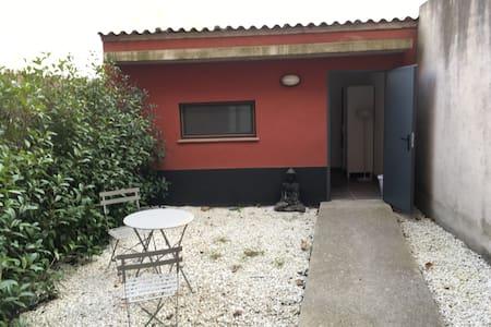 Habitación privada con baño y jardín, Vidreres :-) - Vidreres