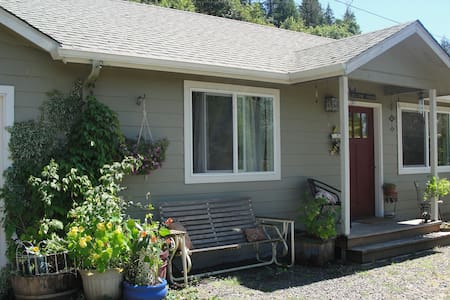 Guest house near the McKenzie! - Altres