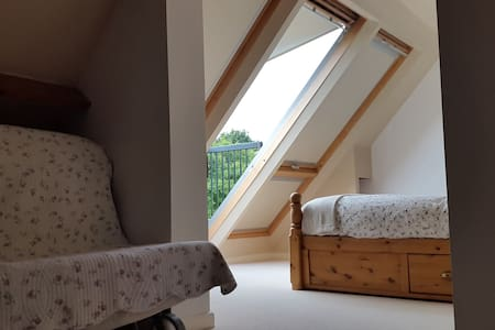 Attic space with a great view - Upper Minety - House