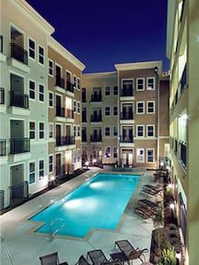Location, Location, Location! - Apartamento