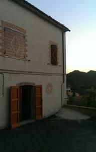 Al castello da Giulia e Luca - Avacelli - House