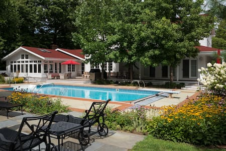 Renovated Farmhouse - Pool, Jacuzzi, and Tennis - Huis