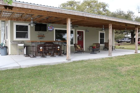Green Acres B&B Guest House - Round Top - Bed & Breakfast