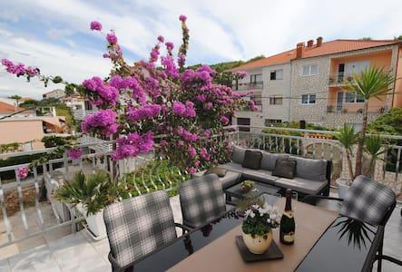 Seaside apartment with 3 terraces - Leilighet