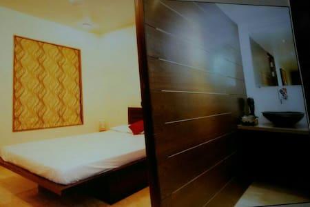 EN SUITE AC Room Koregaon park Annx - Pune - Appartement