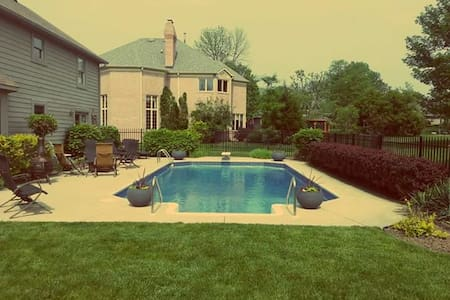 Private Pool! Just 15 Minutes from Downtown! - Indianapolis - Ház