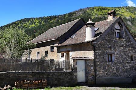 Un lugar tranquilo en pleno Pirineo - Rumah