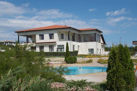 Self Contained Apt#3 Villa Kelti - Bliznatsi - Apartment