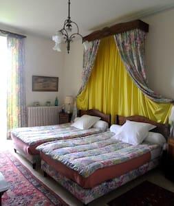 """Chambre """"Fleurs"""" dans un Château - Nan-sous-Thil - Castle"""