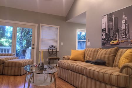 Quiet Townhouse in Dowtn Decatur & Mins to Atlanta - Decatur - Townhouse