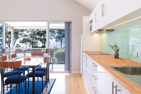 Oceanfront Apartment in Town Centre - Huskisson - Apartment