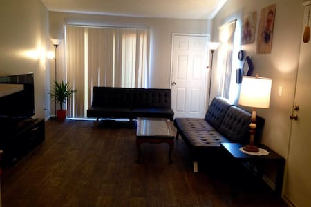 Full Lakeview Terrace Apartment, with great view! - Los Angeles - Huoneisto