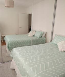 Clean, Cosy, Centrally located ground floor unit - Queens Park - Wohnung